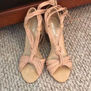 Nude wedge shoe